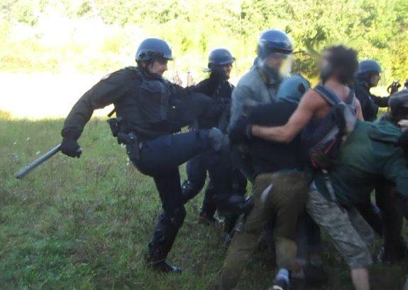 brutalités militaires