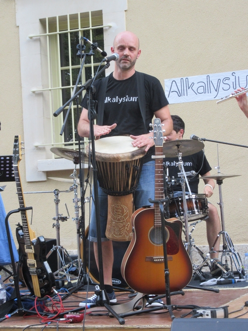 ALKALYSIUM, un jeune groupe musical Pop Rock talentueux a ravi les Châtillonnais en concert au jardin de la Mairie !