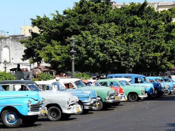 le marché aux vieilles voitures américaines;