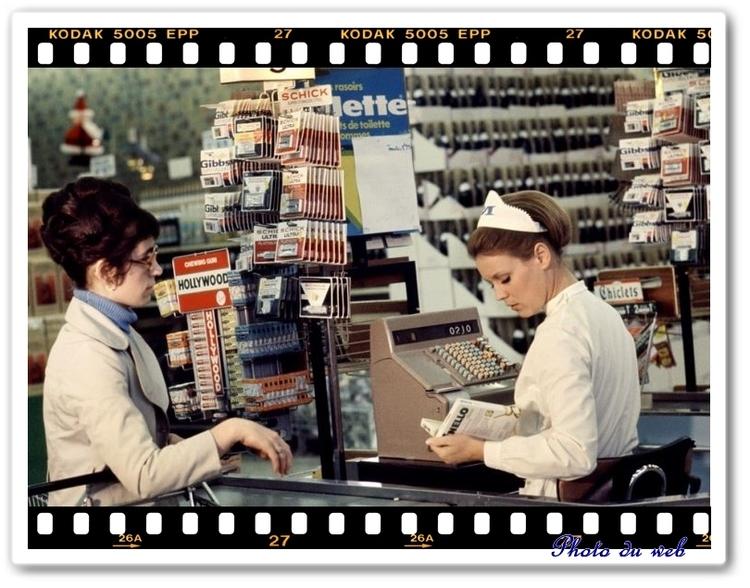 Marthe Keller dans le rôle de caissière