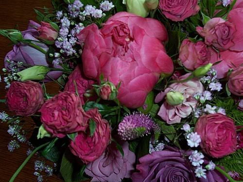Pivoines, roses, lysanthius et feuillages