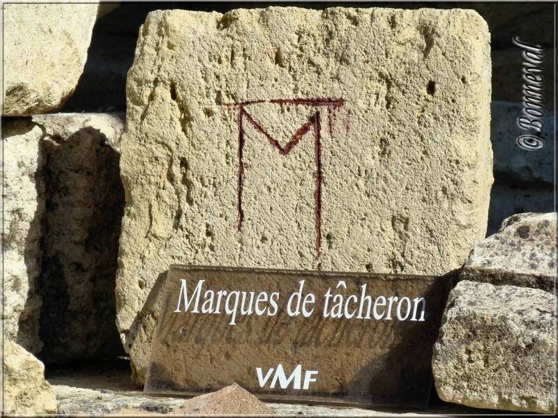 Abbaye de Fontdouce 12 ème siècle Charente-Maritime marque de tâcheron