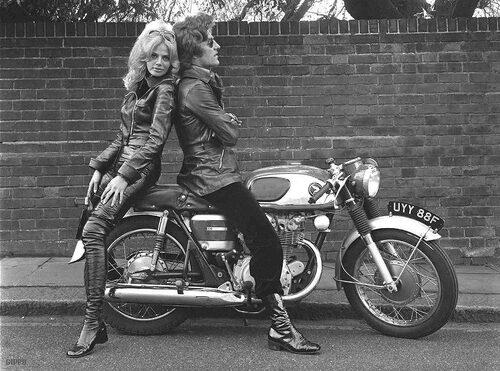La moto partout... Ailleurs... Chez les autres...