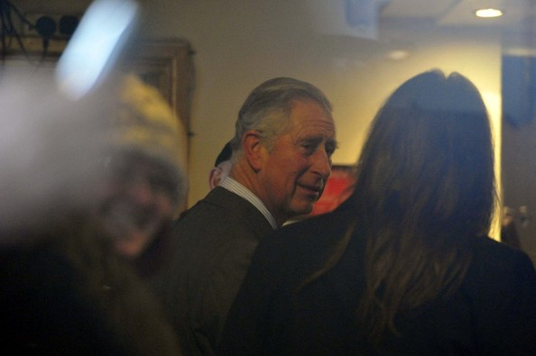 Charles au pub