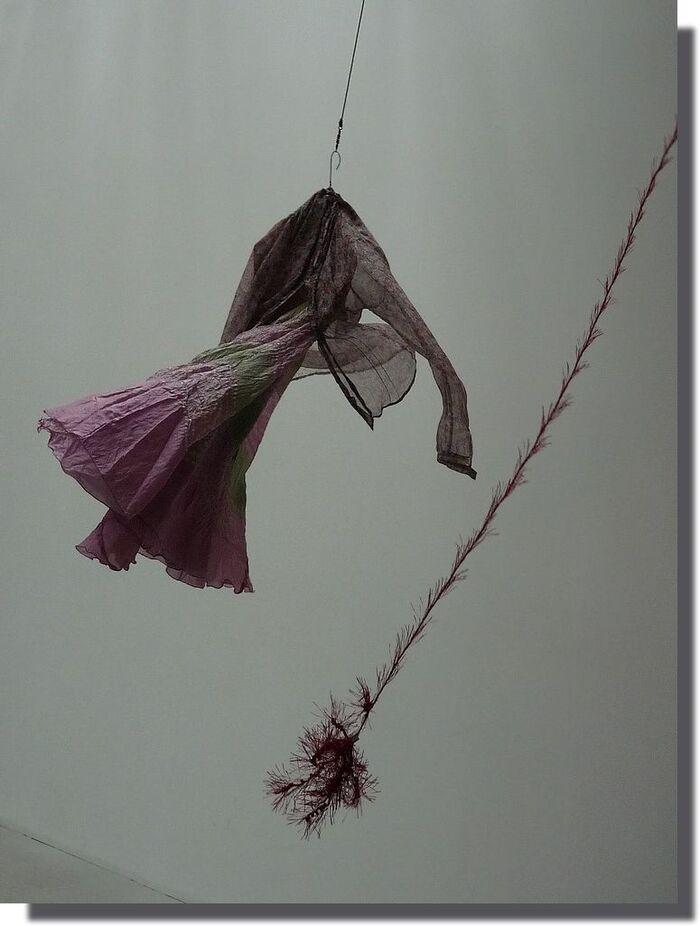 .....ça me met le vent en poupe ! je vole sur un manège enchanté et je sens que je vais attraper le pompon ;-)))))