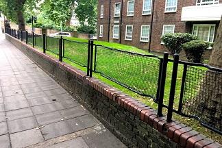 Certaines clôtures de Londres sont d'anciennes civières ...