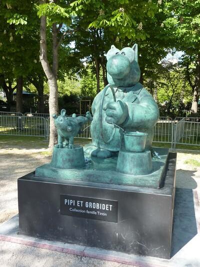 """L'exposition """"Le Chat déambule"""" de Philippe Geluck aux Champs-Elysées"""