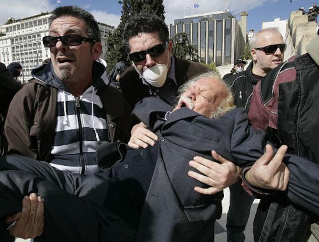 Manolis Glezos, résistant