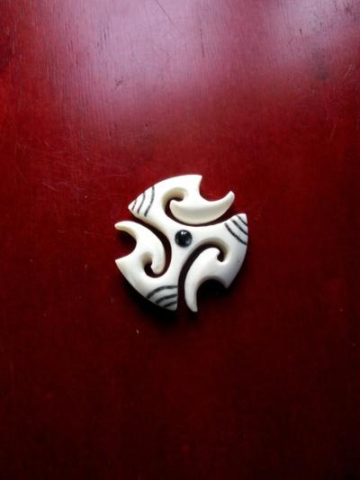 Blog de usulebis :Usulebis ,Artisan créateur de bijoux polynésiens , contact : usulebis@hotmail.fr, triskel  01