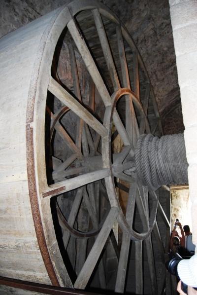 La roue monte charge et le scrytorium