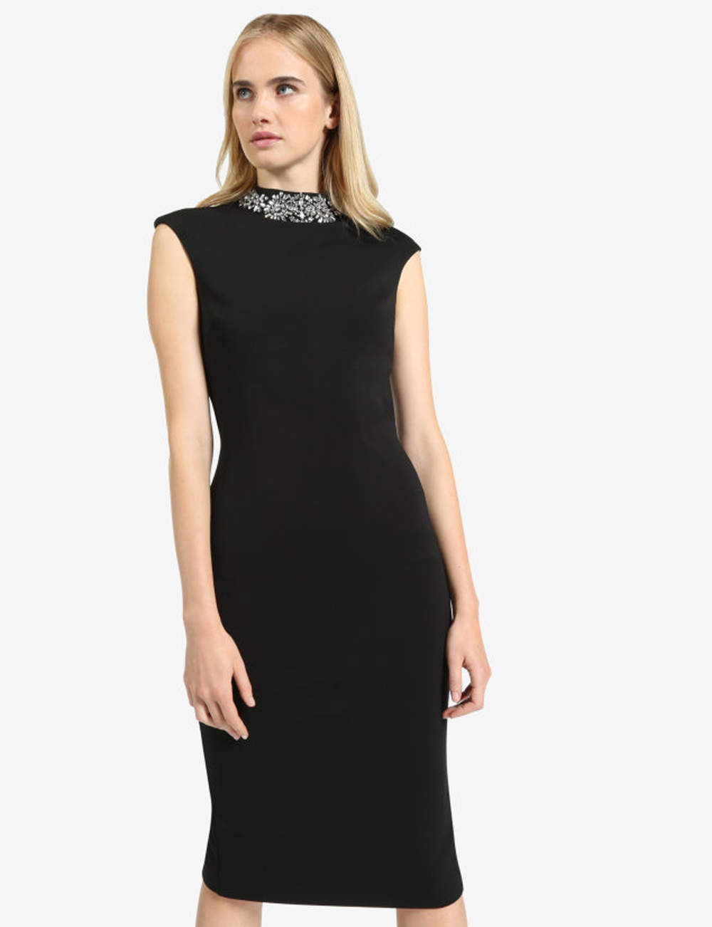 Robe noire : bijou