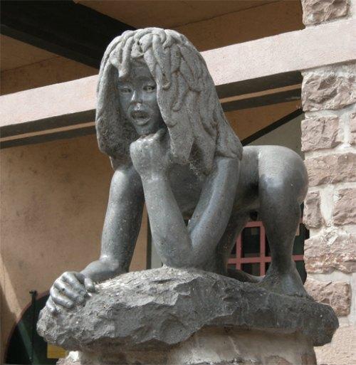 Victor, enfant sauvage de l'Aveyron. Sculpture de Rémi Coudrain