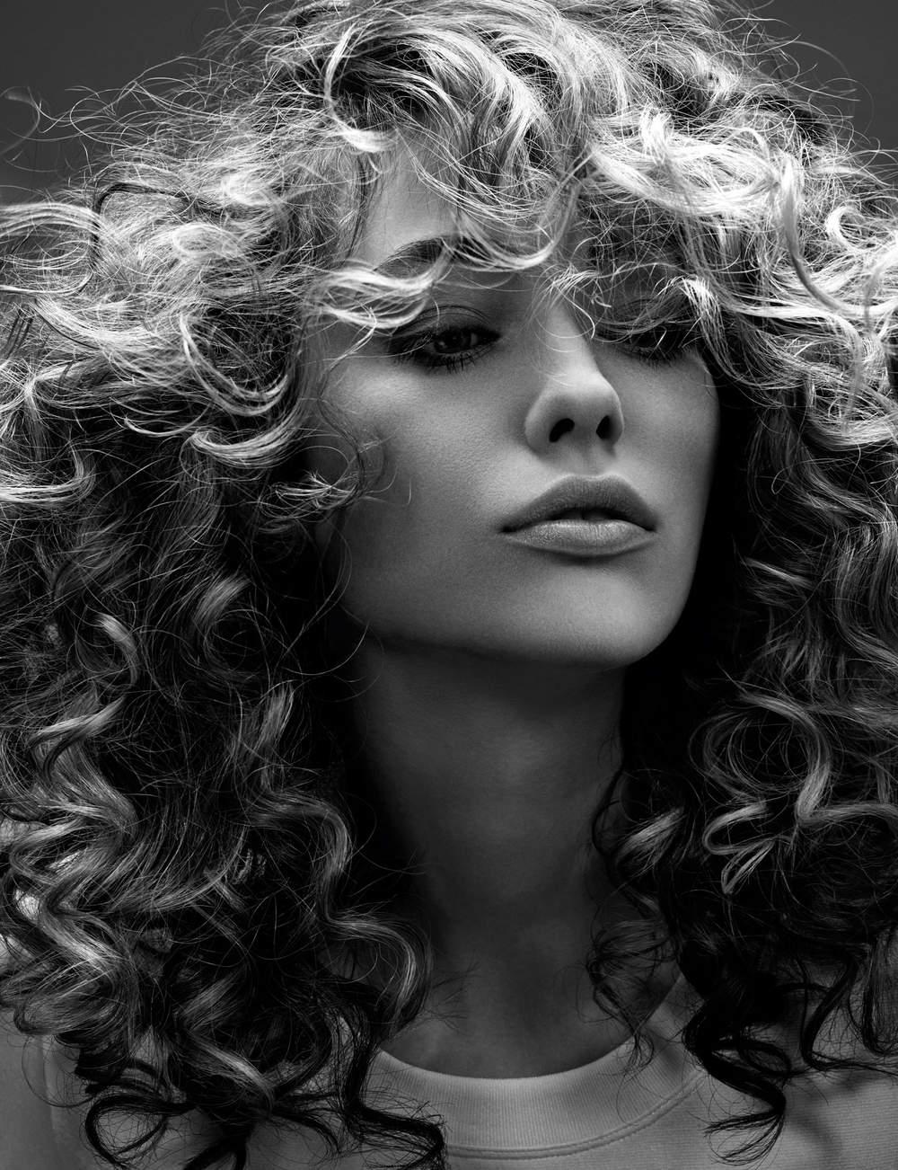 Une coupe longue dégradée en bordures de visage