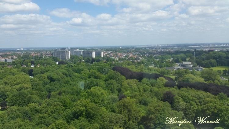Bruxelles : Vue sur la ville depuis l'Atomium