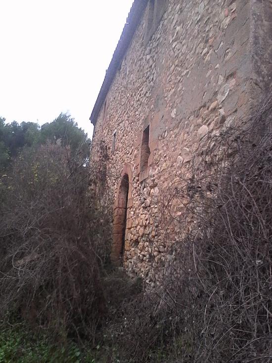 belles pierres empilées en murs