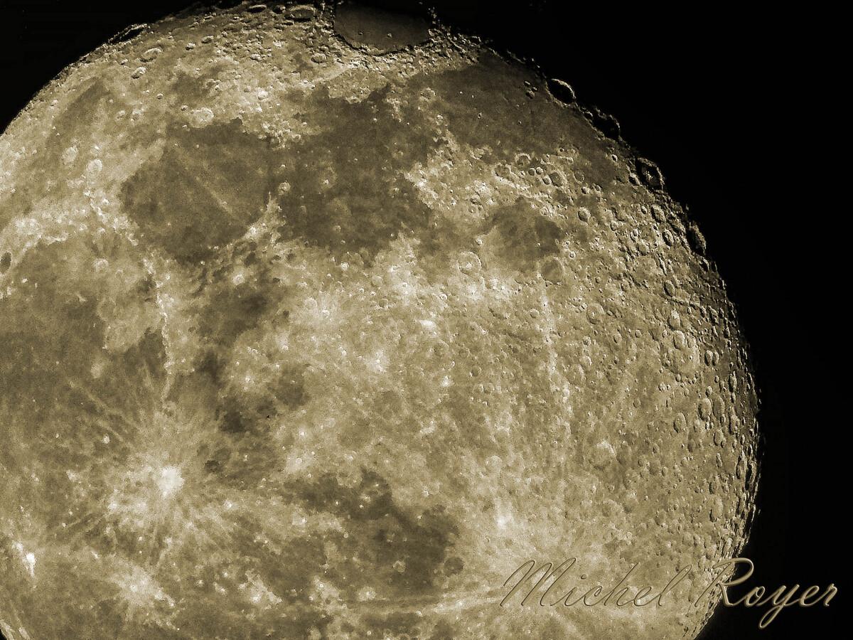 La lune au Nikon Coolpix P1000