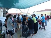 tentes UNHCR  à Chios, distribution de nourriture