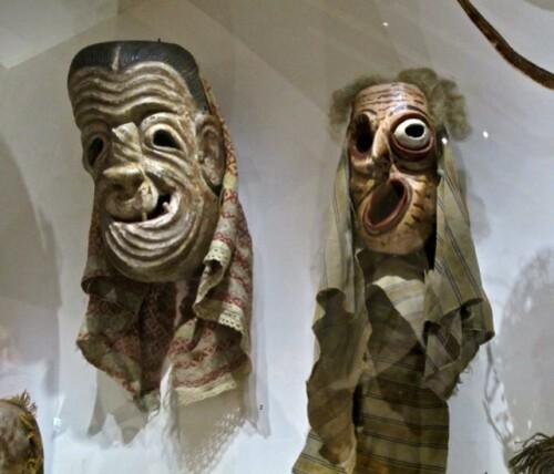 Maîtres du désordre Branly masques grimaçants