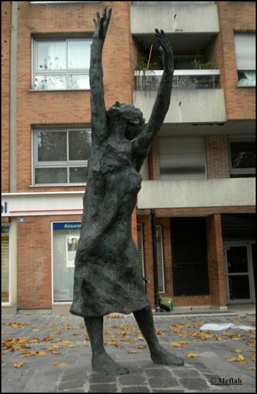 9 novembre 2011 Edith Piaf Statue 2
