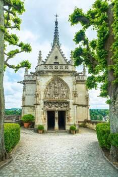 La tombe de Léonard de Vinci se trouve dans la chapelle Saint Hubert du château d'Amboise.