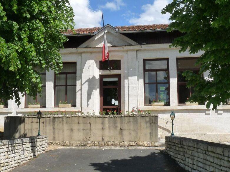 Agris mairie.JPG
