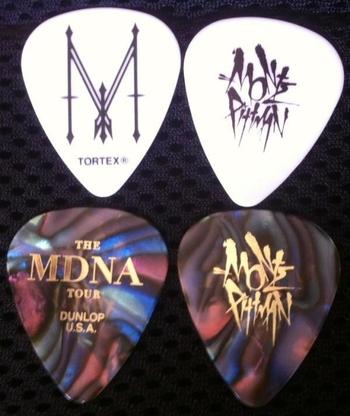 Madonna - MDNA Tour - Plectrums