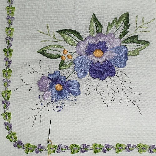 broderie-traditionnelle-----pensee.JPG