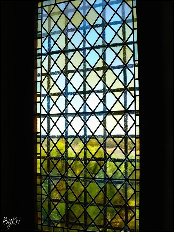 Vitrail à l'Abbaye de Montmajour (13) ...