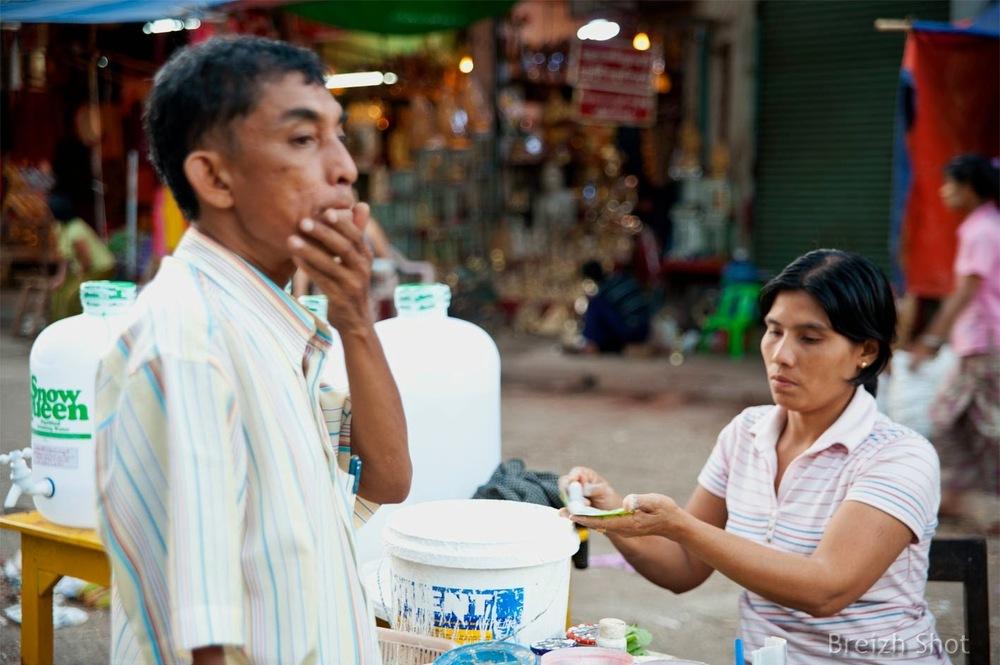 préparation du bétel à Rangoun