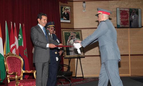 S.A.R. le Prince Moulay Rachid préside à Kénitra la cérémonie de sortie de la 16ème promotion du Cours Supérieur de Défense et la 50ème promotion du Cours d'Etat-Major