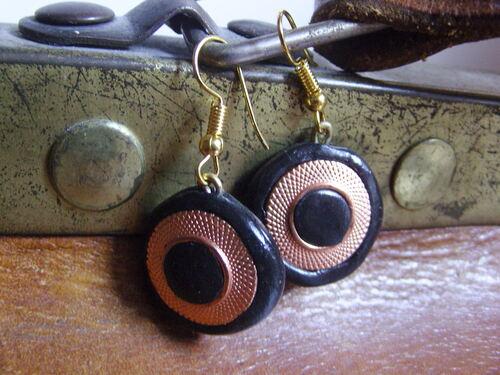 Boucles d'oreilles réalisées avec des boutons