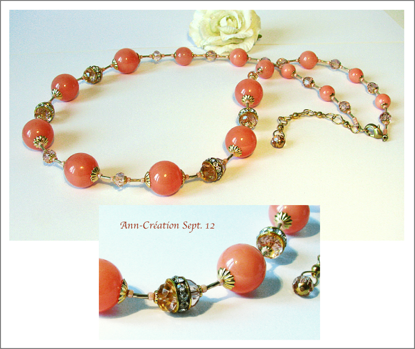 Long Collier 57 cm Perles de Coquillage Rose Saumon, Cristal, Plaqué Or & Laiton