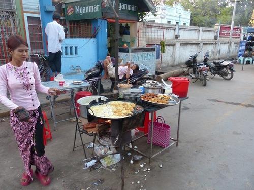 le marché de nuit de Monywa