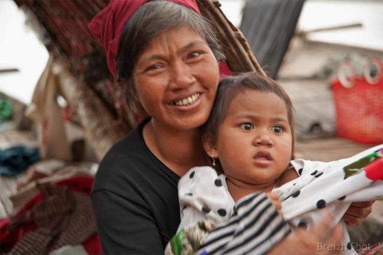 Portraits cambodgiens : Les pêcheurs du Mékong, mère et fille