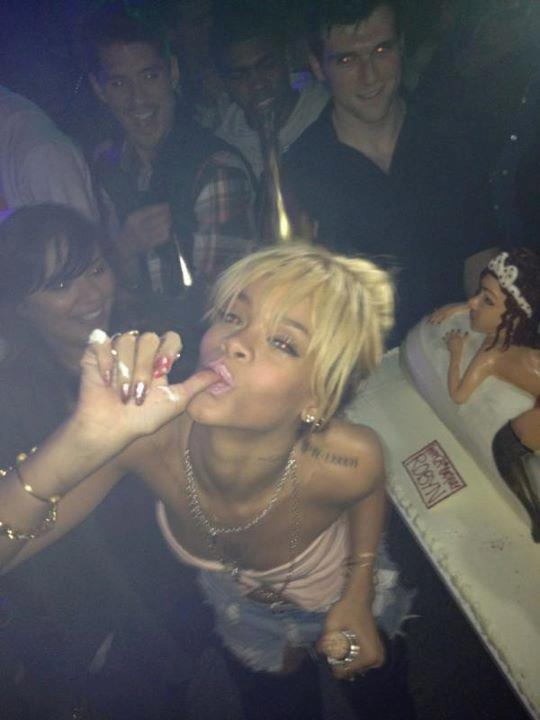 PHOTO DE L'ANNIVERSAIRE DE RIHANNA