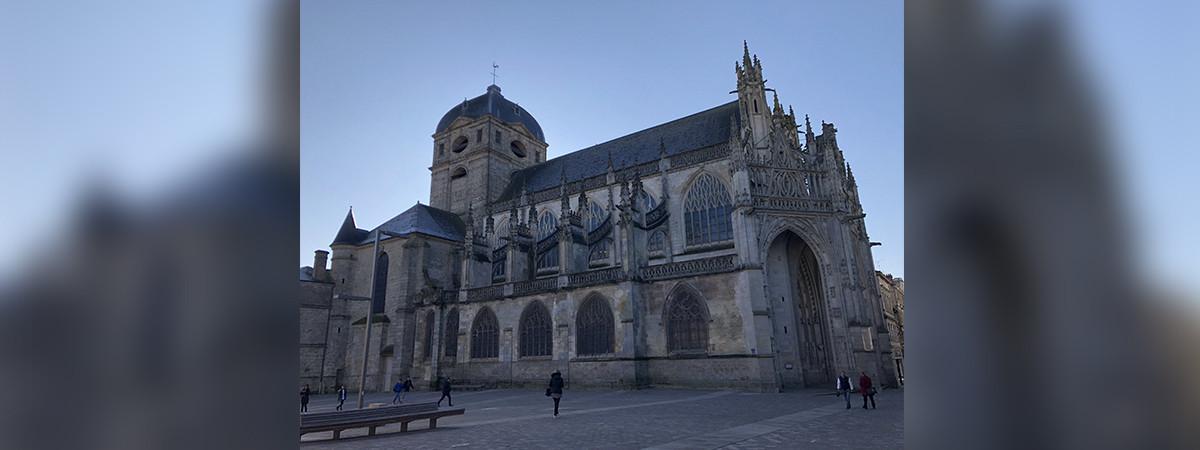 La basilique Notre-Dame à Alençon (Orne), où Gabrielle Grandière était institutrice dans les années 1950.