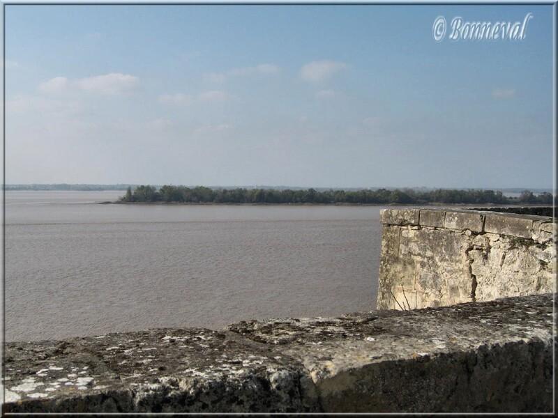 Citadelle de Blaye Gironde l'estuaire et une île