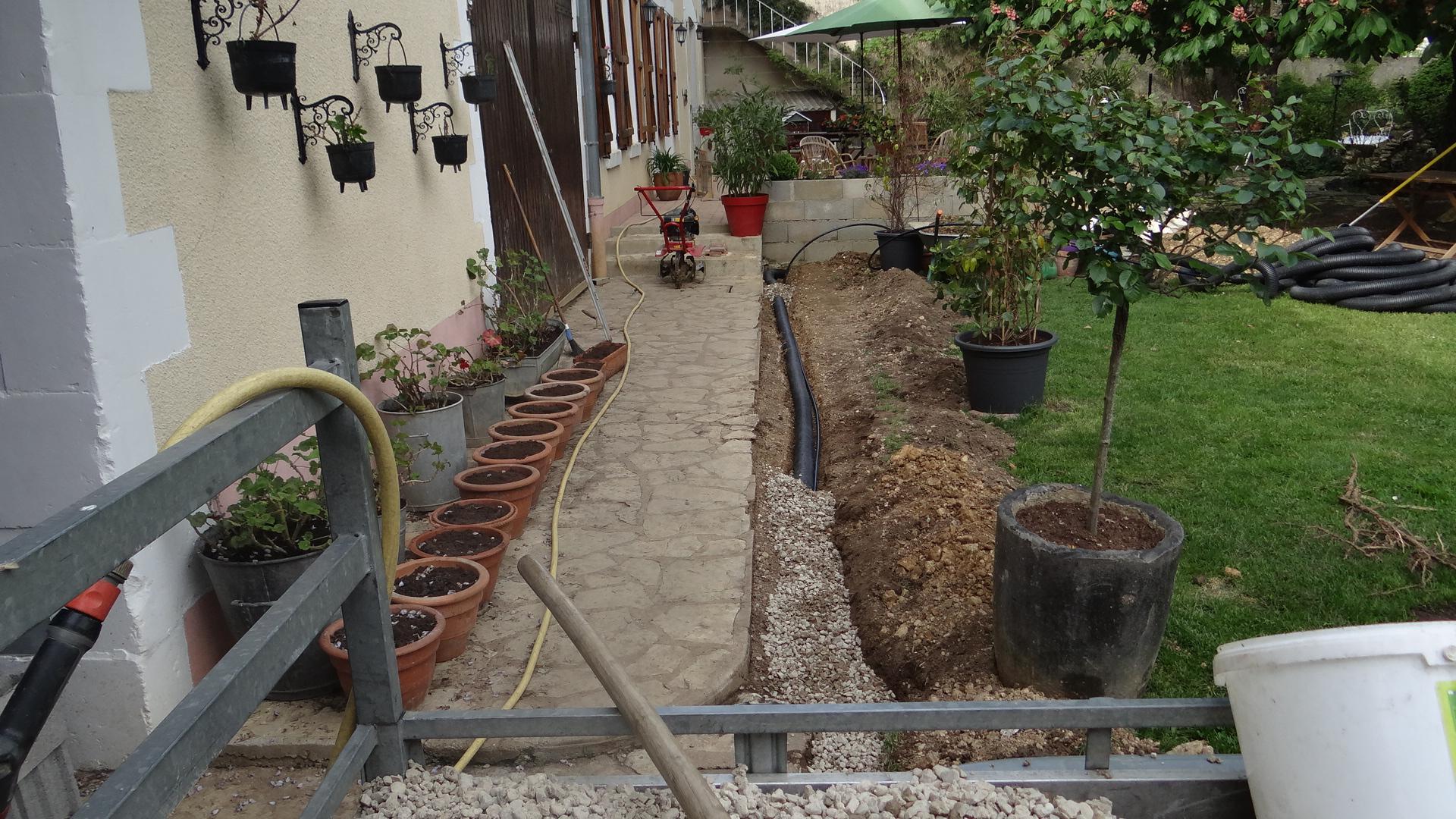Drainage Autour Du Trottoir Et Terrasse .