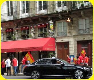 supporters Espagnols sur les allées d'Orléans