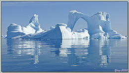 Superbe et énorme iceberg en arche  - Cimetière d'icebergs de Savissivik - Groenland