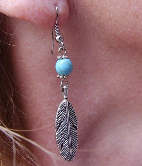 Boucles country plumes avec des perles turquoises