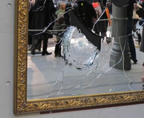 104 Pistoletto miroir cassé 2