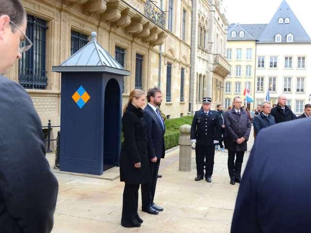 Mise en berne des drapeaux du Palais grand-ducal et minute de silence à la Cour grand-ducale