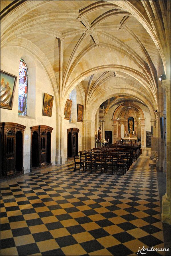 Photo de la nef gauche (Basilique Notre Dame de Verdelais)