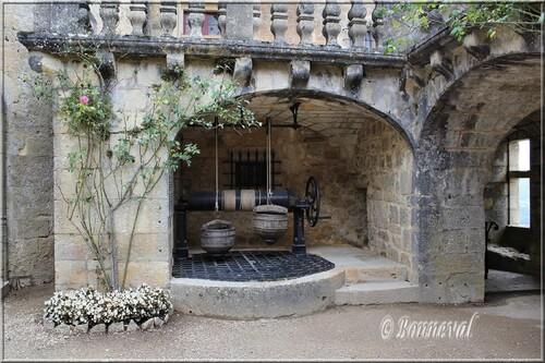 Château de Fénelon Périgord Noir Dordogne le puits du 7ème siècle