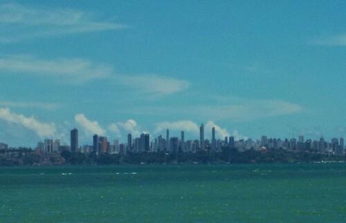 Salvador. vue depuis l'ile de Itaparica.