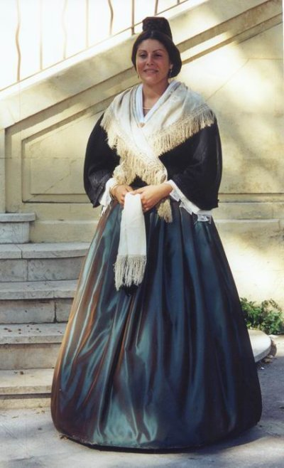 Blog de lisezmoi :Hello! Bienvenue sur mon blog!, arlesienne en costume folklorique