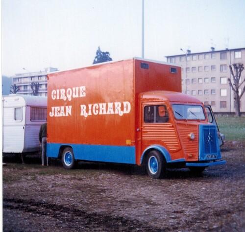 montage du cirque Jean Richard ( archives Eric Langlois)- 1ère partie
