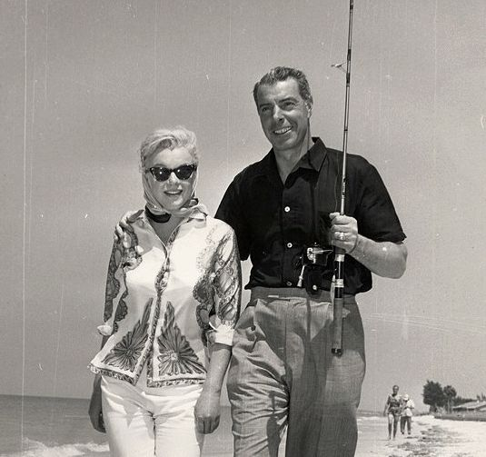 joe-dimaggio-marilyn-monroe-fishing.png (535×503)