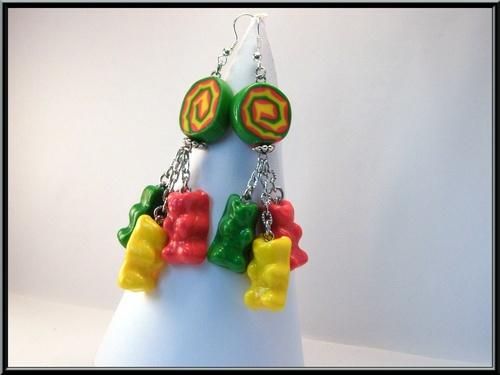 Boucles d'oreille petits nounours multicolores en Fimo.